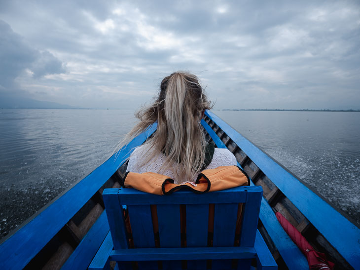 inle-lake-girl-boat-myanmar