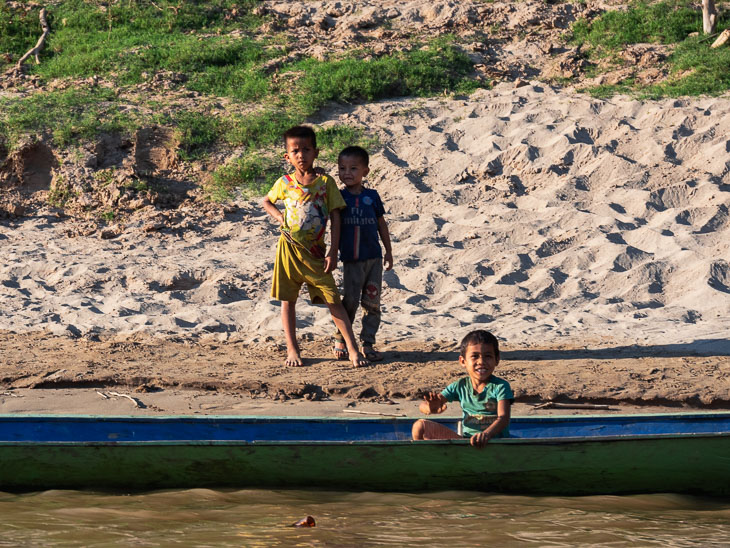 kids-waving-slow-boat-laos