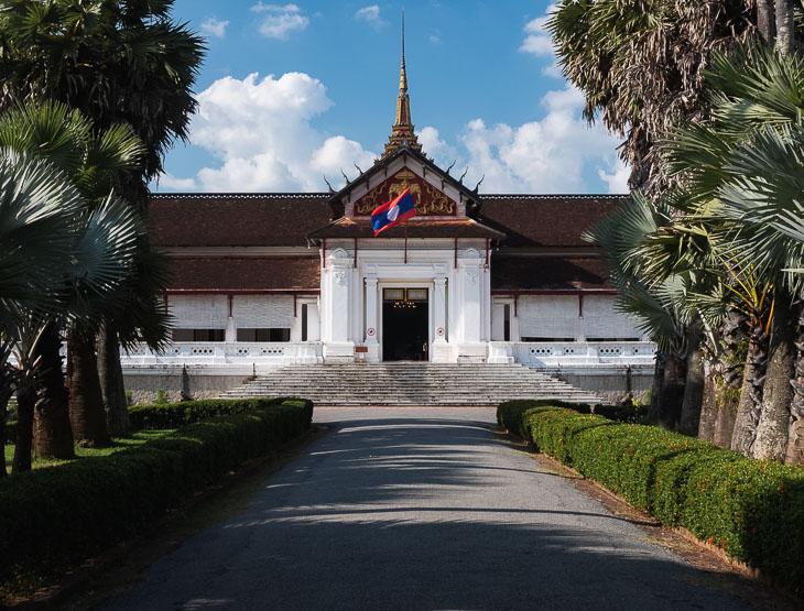 luang-prabang-wat-sene-temple-walkway-laos