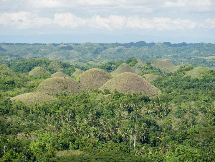chocolate-hills-landscape-bohol