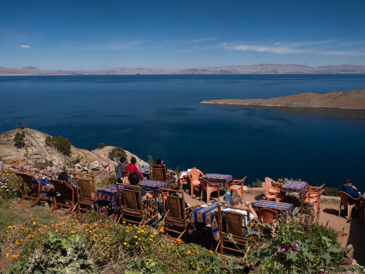 A busy terrace with a sea view in Yumani, Isla del Sol, Bolivia
