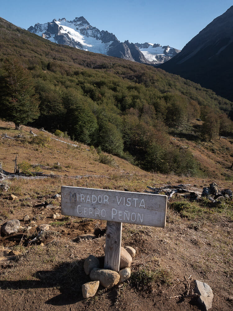 A sign reads 'Mirador Vista Cerro Peñon'