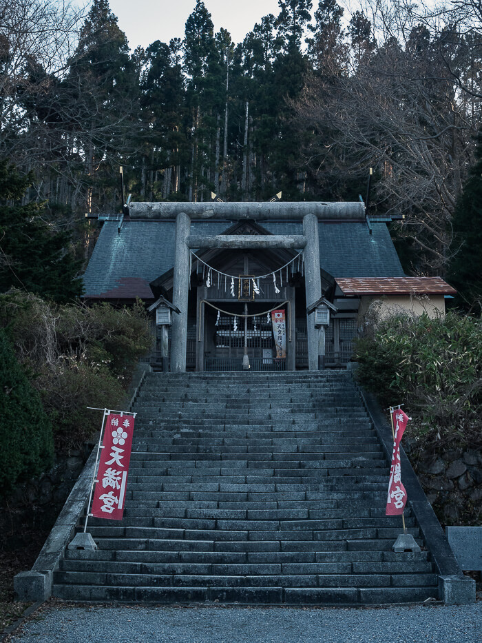 Stairs leading to Yamanouedai Shrine, surrounded by trees