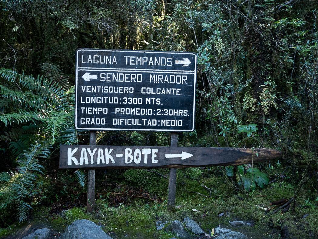 A sign shows the way to Mirador Ventisquero Colgante