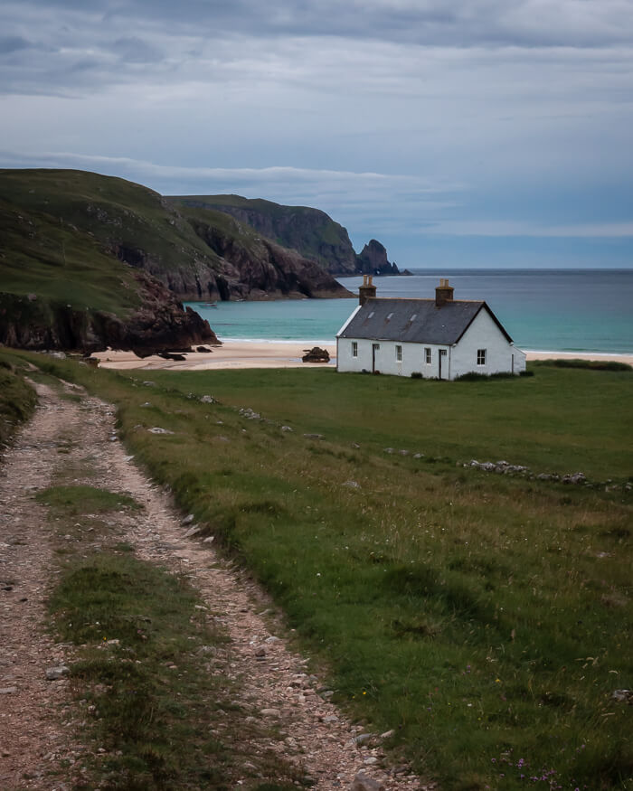 Kearvaig bothy with beach in the background